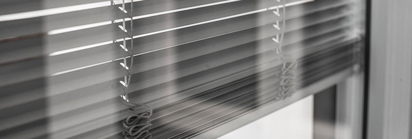 I Complementi dei serramenti | tendine interno vetro